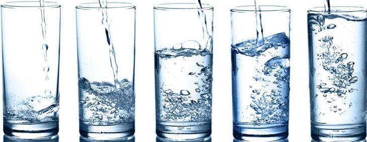 Jakie popełniamy błędy pijąc wodę?
