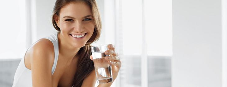Zdrowe nawyki związane z piciem wody