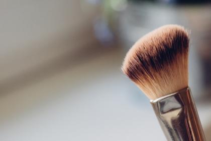 Higieniczne czyszczenie pędzli do makijażu