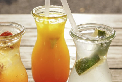 5 sposobów na letnie i orzeźwiające napoje z owocami