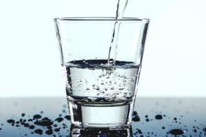 Picie wody przez Polaków
