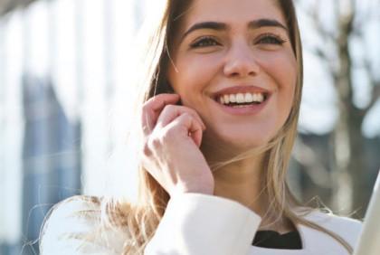 Jak woda może pomóc dbać o zęby?